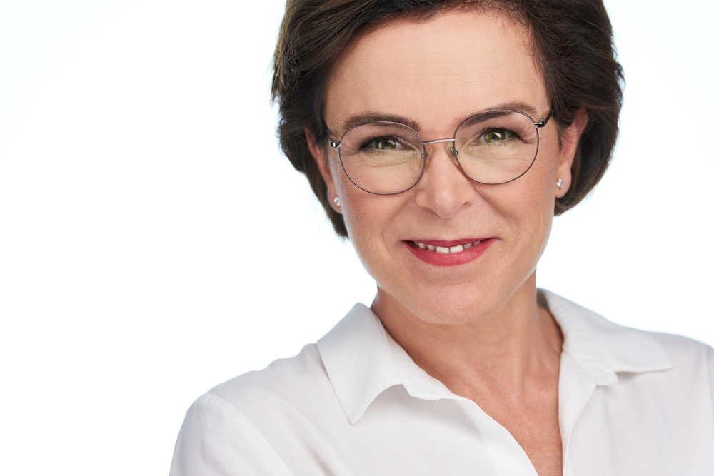 Womens professional headshots-LinkedIn Headshots | Torontoheadshotdotcom